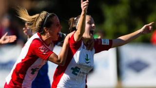 Estefa celebra el tanto de Chica que adelantó al Santa Teresa en el marcador ante el Granadilla, en la Primera División Femenina.