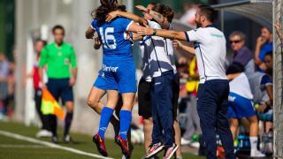 Ana celebra, con el cuerpo técnico, el cuarto tanto del Granadilla ante el Santa Teresa, en la Primera División Femenina.
