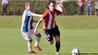 Eunate se deshace de una contraria en el partido entre el Athletic Club y el RCD Espanyol.