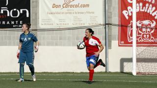 Pili Espadas celebra el empate a dos del UD Collerense ante el Transportes Alcaine, en la Primera División Femenina.