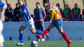 Carol Férez, en una acción del partido entre el Sporting de Huelva y el Valencia CF.