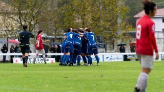 Las jugadoras del Oiartzun celebran uno de los dos tantos de su victoria ante el Granadilla, en la Primera División Femenina.