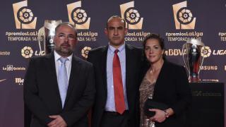Tolo Verd (presidente), José Antonio Sánchez (entrenador) y Pili Espadas (capitana) del UD Collerense, en la alfombra roja de la Gala de los Premios LaLiga 2014-2015.