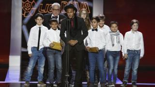 Neymar Jr. entregó el premio al 'Mejor Portero' y recibió el galardón al 'Mejor Jugador Americano'
