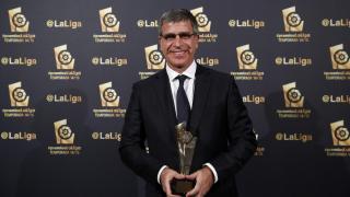 Jordi Mestre, vicepresidente deportivo del FC Barcelona, recogió el galardón que acredita a Luis Enrique Martínez como el 'Mejor Entrenador de la Liga BBVA 2014/15'