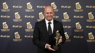 Pepe Mel (Real Betis) recogió el galardón que acredita a Rubén Castro como el 'Mejor Delantero de la Liga Adelante 2014/15'