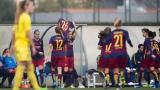 Las jugadoras del FC Barcelona Femenino dedican a Pilar Garrote uno de los cinco tantos que le marcaron al Santa Teresa.