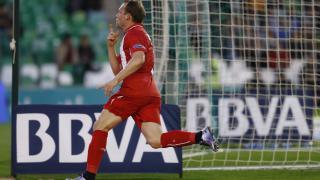 Krohn-Dehli celebra el primer tanto del Sevilla FC ante el R. Betis.