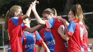 Las jugadoras del Levante UD celebran el gol de Adriana Martín ante el Oviedo Moderno en la Primera División Femenina.