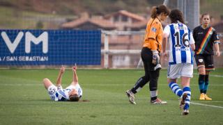 Aintzane, de la Real Sociedad, celebra el segundo tanto ante el Rayo Vallecano, que dedicó a Tximist, en la Primera División Femenina.