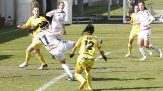 Alba Redondo remata a puerta en el partido que enfrentó al F. Albacete y al Santa Teresa CD, en la Primera División Femenina.