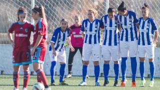 Un lance del partido entre el Sporting Huelva y la Real Sociedad, en la Primera División Femenina.