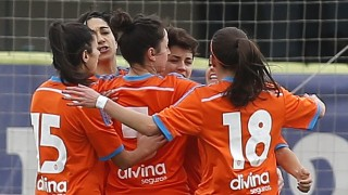 Las jugadoras del VCF Femenino celebran uno de los cuatro tantos que marcaron ante el Espanyol.
