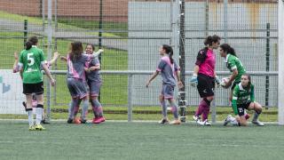 El Rayo Femenino celebra el gol de la victoria.
