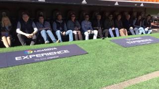 La Liga BBVA Experience dio la oportunidad a aficionados de Bélgica, Grecia, Portugal, Rumanía y Polonia de sentarse en el banquillo de Mestalla antes del Valencia CF - Atlético Madrid