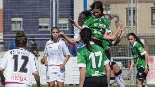 Las jugadoras del Oviedo Moderno y el F. Albacete.