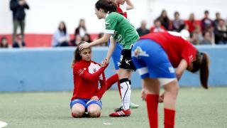 Uno de los gestos que dejó el partido entre el Collerense y el Oviedo Moderno.