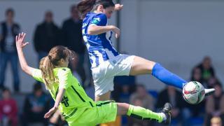 Una acción del partido entre el Sporting de Huelva y el Levante Femenino.