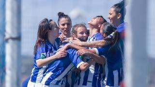 Las jugadoras del Sporting de Huelva celebran uno de los dos tantos de Martín-Prieto.