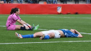 Las futbolistas del Oiartzun se lamentan tras encajar un gol.