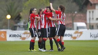 Las jugadoras del Athletic celebran uno de los cinco tantos que anotaron en el partido ante el Collerense.