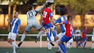 Una acción del partido disputado entre el Levante Femenino y el Espanyol.