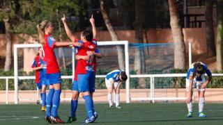 Alba Merino celebra el tercer tanto del Levante Femenino.