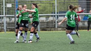 Laurina celebra el gol del empate del Oviedo Moderno.