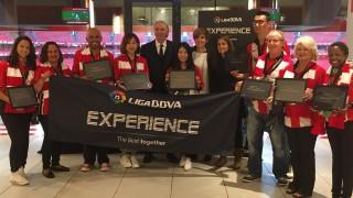 Todos los participantes en el proyecto Liga BBVA Experience recibieron un diploma que les acredita como embajadores de LaLiga
