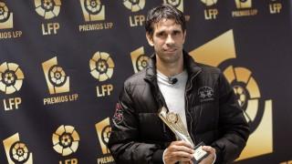 Juan Carlos Valerón tras recibir el premio al Mejor Jugador de la Liga Adelante 2011/12 en la gala de los Premios de LaLiga - EFE/CABALAR