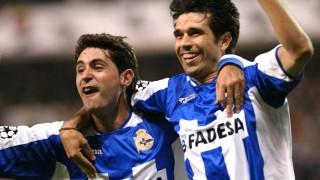 Valerón y el actual entrenador del RC Deportivo Víctor Sánchez celebran un gol en la goleada por 4-0 sobre el AC Milan que clasificó al equipo para las semifinales de la UEFA Champions League - EFE/SALVADOR DE SAS