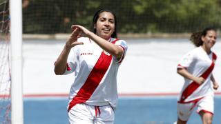 Analu celebra uno de los dos tantos que marcó ante el Collerense.