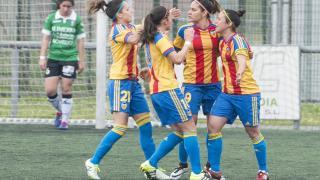 El VCF Femenino celebra el tanto del empate en Oviedo.