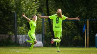 Las futbolistas del Levante Femenino celebran el tanto ante el Oiartzun KE.