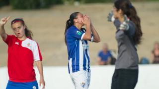 Martín-Prieto se lamenta de una ocasión fallida en el partido entre el Sporting Huelva y Collerense.