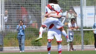 Las jugadoras del Rayo celebran el primer tanto del partido ante el Espanyol.