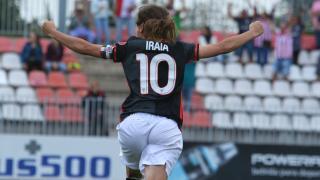 Iraia celebra el tanto que le dio al victoria al Athletic ante el At. Madrid Féminas.