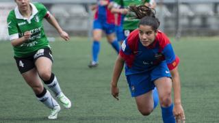 Una acción del partido entre el Oviedo Moderno y el Levante Femenino.