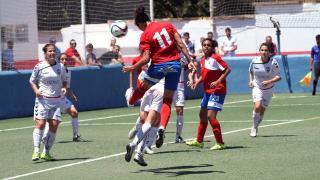 Vidal remata a puerta durante el partido entre el Collerense y el F. Albacete.