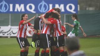 Las jugadoras del Athletic celebran uno de los tres tantos anotados frente al Oviedo Moderno.