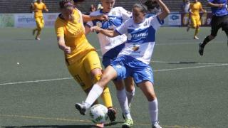 Olga García, autora de dos tantos, lucha la pelota.