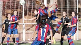 Un lance del partido disputado entre el Levante Femenino y el T. Alcaine ZGZ.