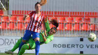 Esther y Mimi, durante un lance del partido entre el At. Madrid Femenino y el Espanyol