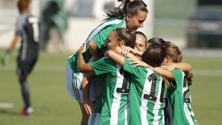 La alegría del R. Betis Féminas tras adelantarse ante el Athletic.