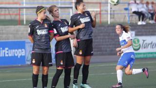 Un lance del partido entre el Granadilla Egatesa y el Espanyol.