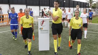 El VCF Femenino y el UD Tacuense instantes antes de saltar al terreno de juego.
