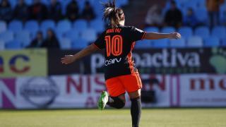 Mari Paz celebra uno de los cuatro tantos del Valencia ante el Zaragoza.