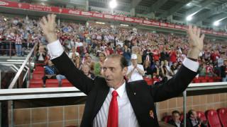 Siguió ligado al Real Sporting, ejerciendo como delegado durante 20 años y posteriormente como embajador del club. Foto: EFE/J.L.Cereijido.
