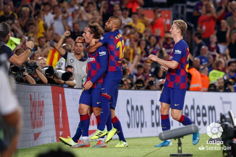 صور مباراة : برشلونة - بيتيس 5-2 ( 25-08-2019 )  52a60b31bd7ddf4e4066959d6b6dd89c