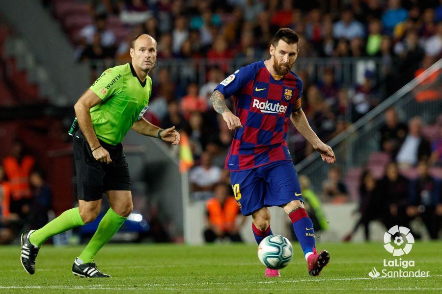 صور مباراة : برشلونة - إشبيلية 4-0 ( 06-10-2019 )  E54e11abc24fa070b231476f048dd81d